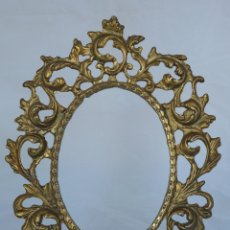 Antigüedades: MARCO BRONCE DE SOBREMESA CON PIE . Lote 50504262