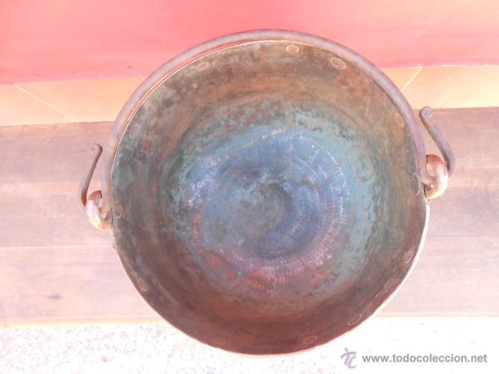 Antigüedades: ANTIGUA CALDERA DE COBRE, CON ASA DE HIERRO. 28CM X 38CM - Foto 2 - 50517949