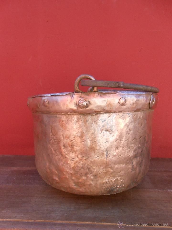 Antigüedades: ANTIGUA CALDERA DE COBRE, CON ASA DE HIERRO. 28CM X 38CM - Foto 3 - 50517949
