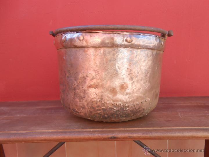 Antigüedades: ANTIGUA CALDERA DE COBRE, CON ASA DE HIERRO. 28CM X 38CM - Foto 5 - 50517949