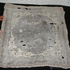 Antigüedades: ANTIGUO PAÑUELO DE SEDA. S.XIX. BORDADO A MANO.. Lote 50519223