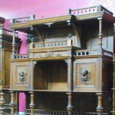 Antigüedades: ANTIGUO APARADOR MADERA TALLADA ENCIMERA MARMOL. Lote 50520225