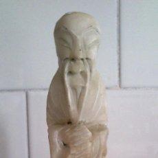 Antigüedades: ESCULTURA DE GRAN MONJE EN ALABASTRO. Lote 50528802