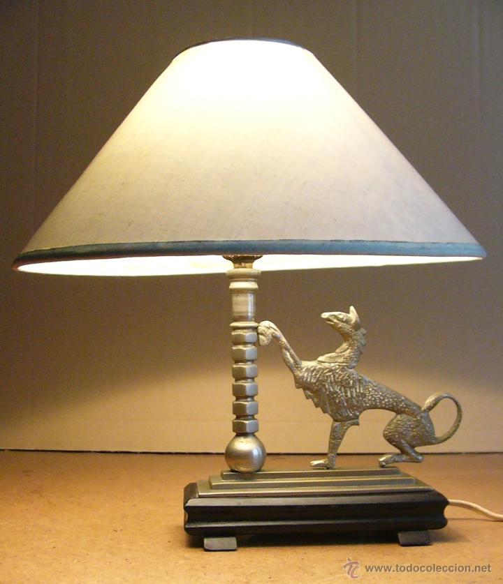 Antigüedades: Lampara Art Deco de sobremesa mesita de noche o escritorio con figura de dragon - Foto 2 - 50546187