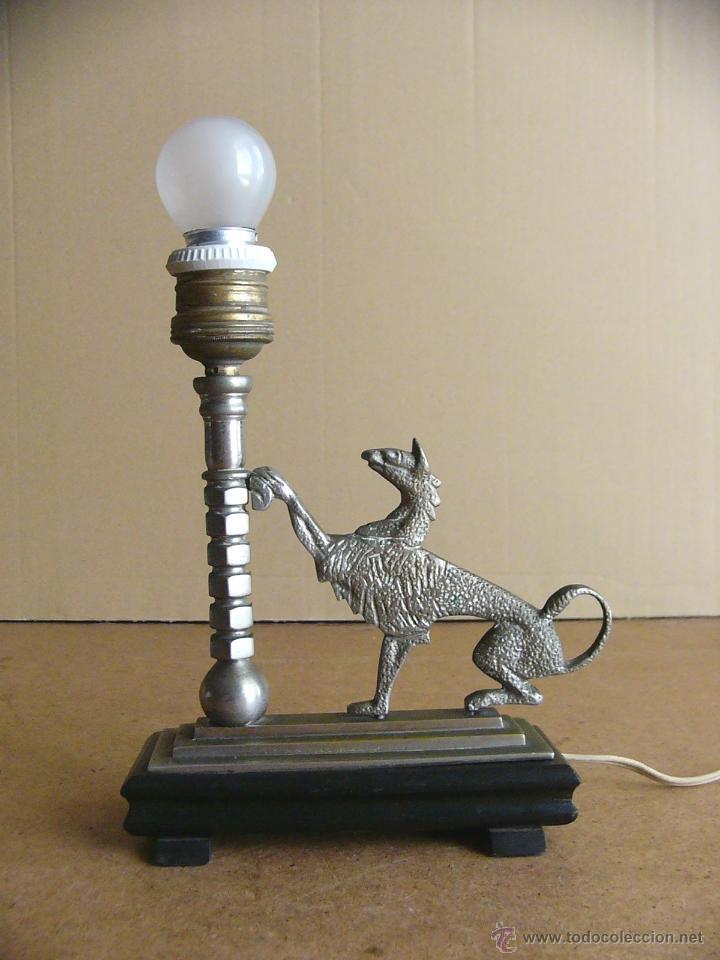 Antigüedades: Lampara Art Deco de sobremesa mesita de noche o escritorio con figura de dragon - Foto 3 - 50546187