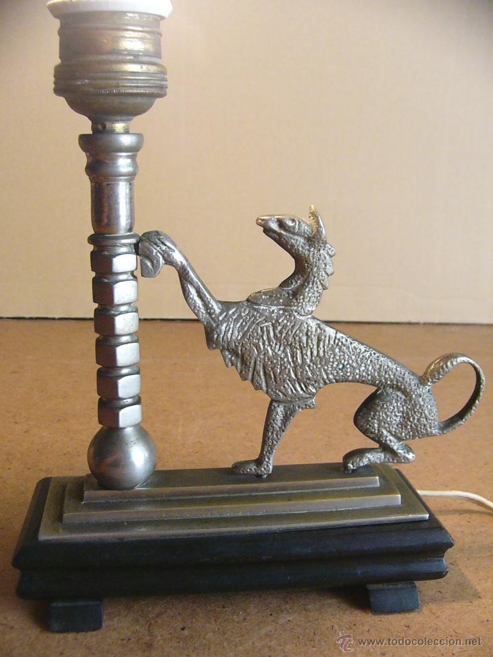 Antigüedades: Lampara Art Deco de sobremesa mesita de noche o escritorio con figura de dragon - Foto 4 - 50546187