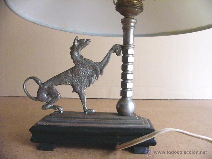 Antigüedades: Lampara Art Deco de sobremesa mesita de noche o escritorio con figura de dragon - Foto 5 - 50546187
