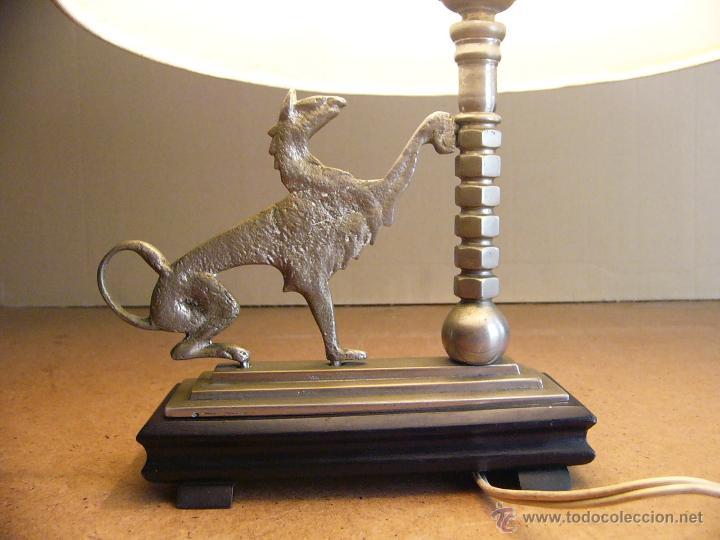 Antigüedades: Lampara Art Deco de sobremesa mesita de noche o escritorio con figura de dragon - Foto 6 - 50546187