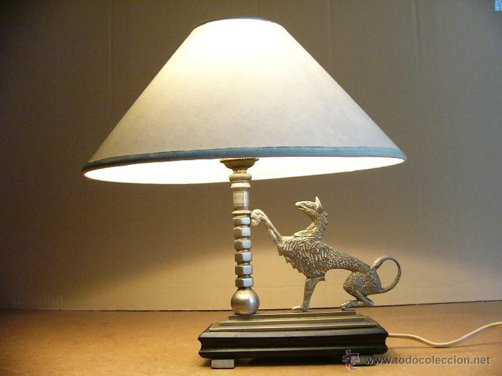 Antigüedades: Lampara Art Deco de sobremesa mesita de noche o escritorio con figura de dragon - Foto 8 - 50546187