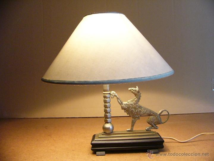 Antigüedades: Lampara Art Deco de sobremesa mesita de noche o escritorio con figura de dragon - Foto 13 - 50546187