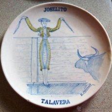 Antigüedades: PLATO CERÁMICA TALAVERA PPIOS XX. EMILIO NIVEIRO. HOMENAJE TORERO JOSELITO. PINTADO POR E. CARRASCO. Lote 50596128