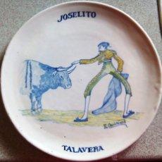 Antigüedades: PLATO CERÁMICA TALAVERA PPIOS XX. EMILIO NIVEIRO. HOMENAJE TORERO JOSELITO. PINTADO POR E. CARRASCO. Lote 50596186