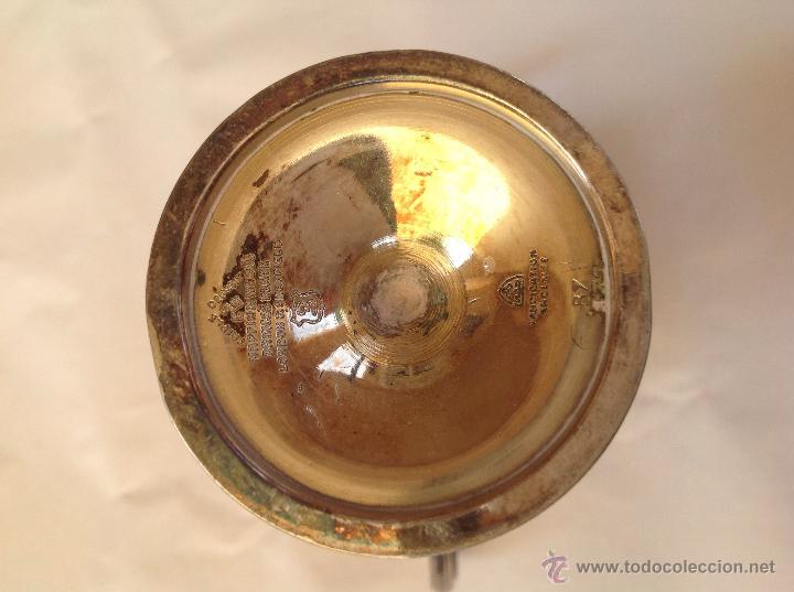 Antigüedades: Pequeño trofeo de metal plateado ingles. 1932 - Foto 2 - 50604884