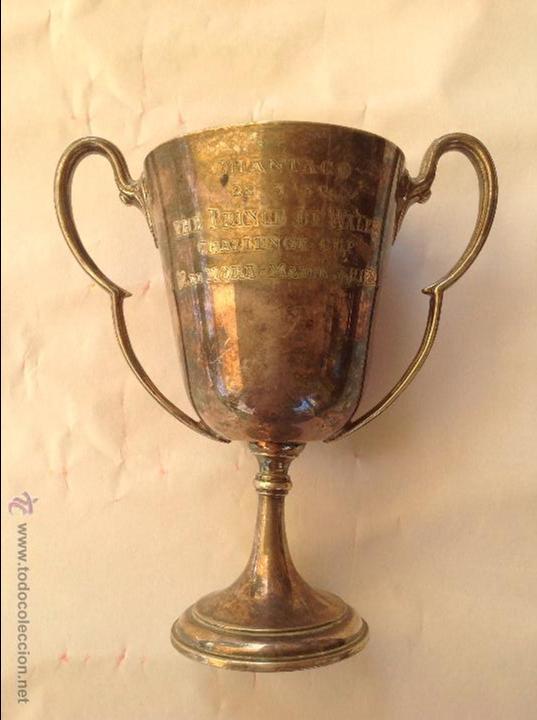 PEQUEÑO TROFEO DE METAL PLATEADO INGLES. 1932 (Antigüedades - Hogar y Decoración - Trofeos de Caza Antiguos)