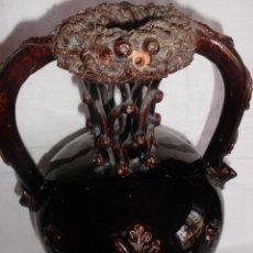 Antigüedades: BOTIJO O JARRÓN EN PORCELANA VIDRIADA EN MARRÓN CON CULEBRAS EN LAS ASAS CATALÁN?. Lote 53003154