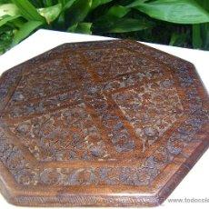 Antigüedades: TABLERO MESA OCTOGONAL LABRADO. Lote 50649611