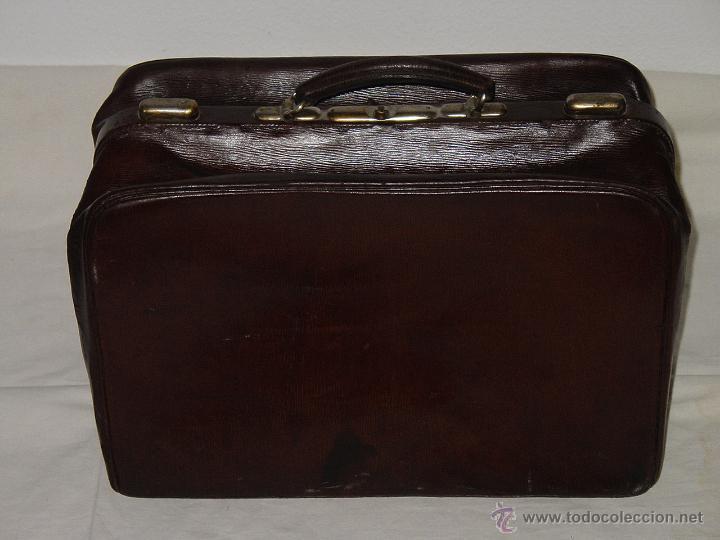 Antigüedades: MALETA O MALETÍN ANTIGUO DE PIEL O CUERO GRUESO. APERTURA 180 GRADOS. PRINCIPIOS 1900 - Foto 2 - 50664335