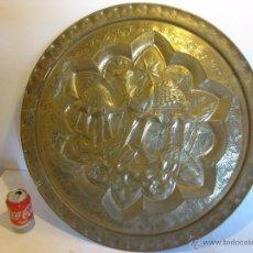 Antigüedades: PLATO/BANDEJA DE LATÓN REPUJADO, EGIPCIA.. Lote 50705588