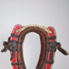 Antigüedades: YUGO ANTIGUO PARA BURRO O ASNO - CUERO MADERA Y HIERRO - AÑOS 40. Lote 50706732