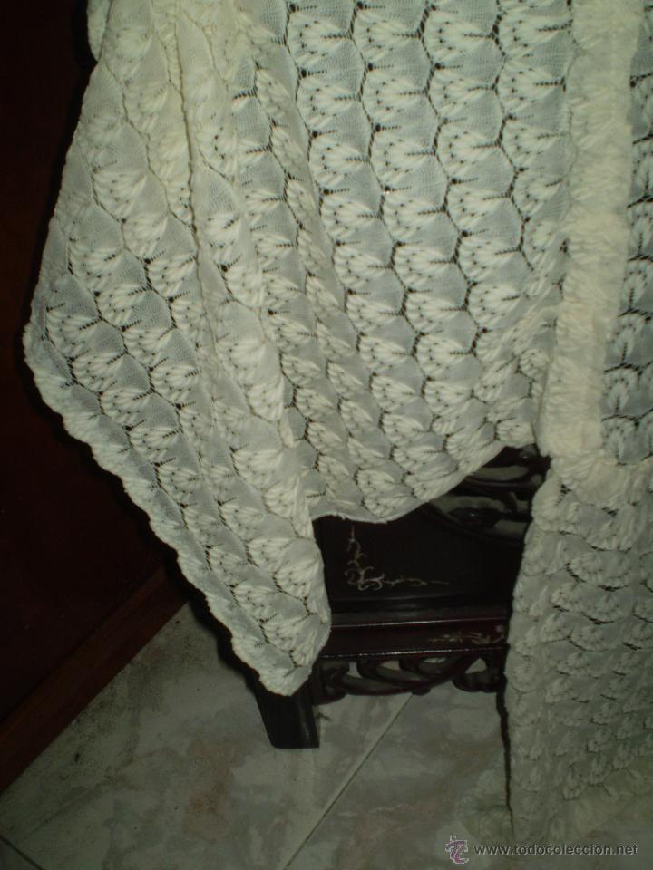 Antigüedades: COLCHA DE PUNTO --EN COLOR CRUDO/CREMA- PUNTO MECANICO -- ACRILICA- PARA CAMA DE 90 CM - Foto 4 - 50714310