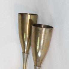 Antigüedades: 2 COPAS EN METAL PLATEADO GRABADAS. Lote 50717011