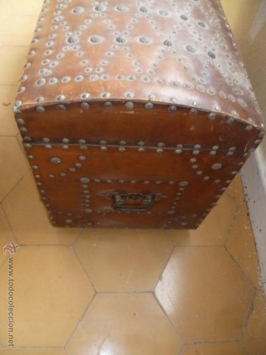 Antigüedades: OCASIÓN - Precioso y antiguo Baúl de madera y cuero con remaches.. Arca. Arcón. - Foto 18 - 50722034