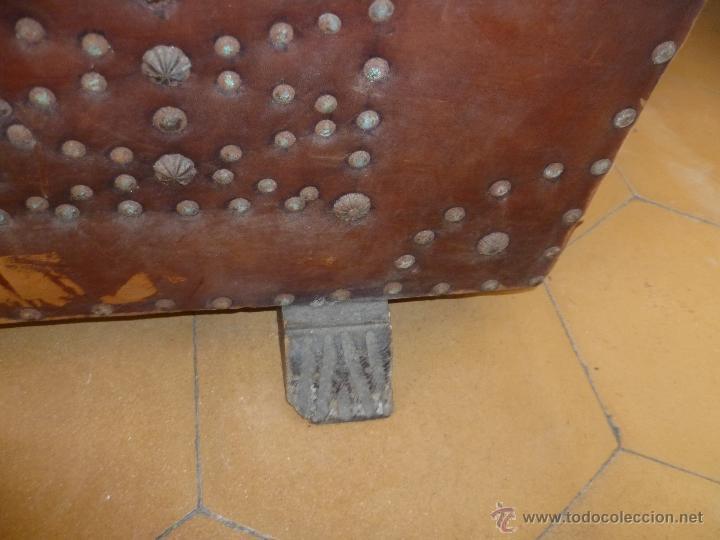 Antigüedades: OCASIÓN - Precioso y antiguo Baúl de madera y cuero con remaches.. Arca. Arcón. - Foto 22 - 50722034
