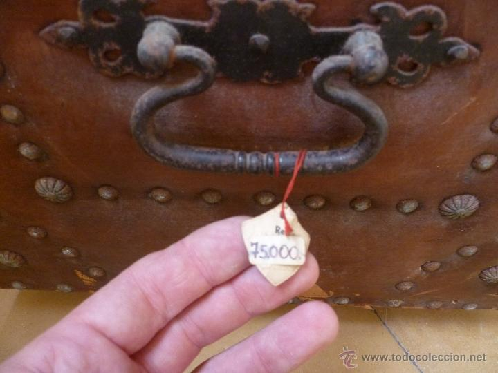 Antigüedades: OCASIÓN - Precioso y antiguo Baúl de madera y cuero con remaches.. Arca. Arcón. - Foto 25 - 50722034