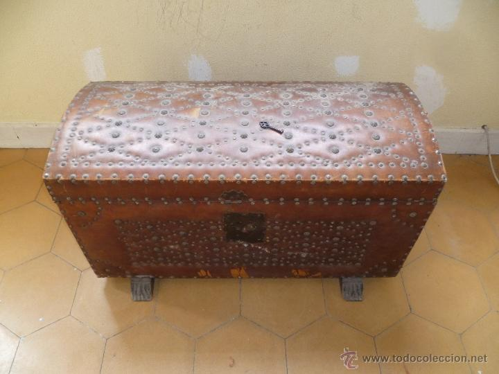 Antigüedades: OCASIÓN - Precioso y antiguo Baúl de madera y cuero con remaches.. Arca. Arcón. - Foto 29 - 50722034