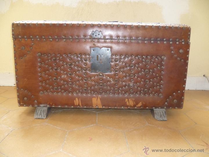 Antigüedades: OCASIÓN - Precioso y antiguo Baúl de madera y cuero con remaches.. Arca. Arcón. - Foto 30 - 50722034