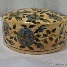 Antigüedades: BONITA CAJA POSAVASOS DE MADERA DECORADA. Lote 50724874