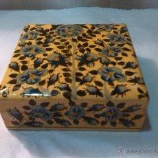 Antigüedades: BONITA CAJA DE MADERA POSAVASOS DECORADA. Lote 50725059
