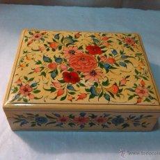 Antigüedades: BONITA CAJA DE MADERA DECORADA. Lote 50725226