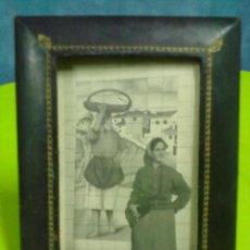 Antigüedades: PORTAFOTOS CUERO RIBETEADO EN ORO PORTARRETRATOS. Lote 50730567