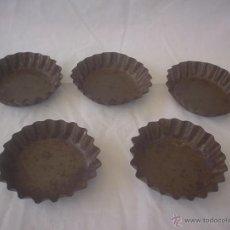 Antigüedades: LOTE CINCO MOLDES REPOSTERIA PARA MADALENAS - PASTELES - PASTAS - DULCES - PASTELERIA. Lote 50744900