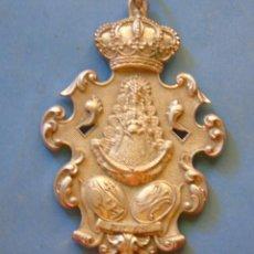 Antiquités: MEDALLA MEDALLÓN RELIGIOSO. HERMANDAD DEL ROCÍO DE PILAS, SEVILLA.. Lote 88976175