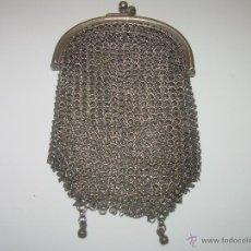 Antigüedades: ANTIGUO BOLSITO DE PLATA DE MALLA CON DOBLE COMPARTIMENTO INTERIOR.. Lote 50749988
