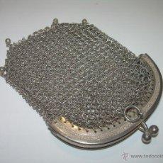 Antigüedades: ANTIGUO BOLSITO DE PLATA DE MALLA CON DOBLE COMPARTIMENTO INTERIOR.. Lote 50750016