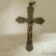 Antigüedades: ANTIGUA CRUZ METALICA LABRADA CON DETALLE. Lote 50781757