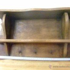 Antigüedades: PERCHERO ANTIGUO DE MADERA PARA COLGAR LAS LLAVES. Lote 50782297