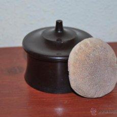 Antigüedades: ANTIGUA POLVERA DE BAQUELITA - TOCADOR - MAQUILLAJE - CAJA - AÑOS 20-30. Lote 50802741