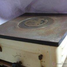 Antigüedades: ANTIGUA COCINILLA CON PLANCHA DE HIERRO FUNDIDO CON DEPOSITO DE PETROLEO? - AÑOS 50 - PIEZA DE MUSEO. Lote 50818680