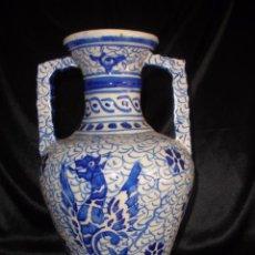 Antigüedades: HERMOSA ORZA JARRA JARRON MANISES EN CERÁMICA CON LEÓN RAMPANTE 26 CM AZUL Y BLANCO. Lote 169397866