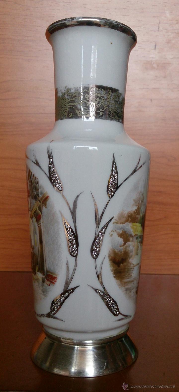 Antigüedades: Jarrón antiguo en porcelana bellamente policromada, con detalles y base en plata de ley contrasada . - Foto 14 - 50905354