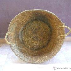 Antigüedades: CESTA DE ESPARTO DE GRANDES DIMENSIONES, CANASTO REALIZADO EN CUERDA DE ESPARTO Y PLEITA CON ASAS.. Lote 50964204