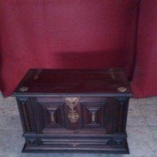 Antigüedades: ARCA ESTILO BARGUEÑO. Lote 51015061