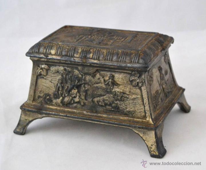 Antigüedades: ANTIGUA CAJA JOYERO EN CALAMINA CON RELIEVES - Foto 2 - 51030752