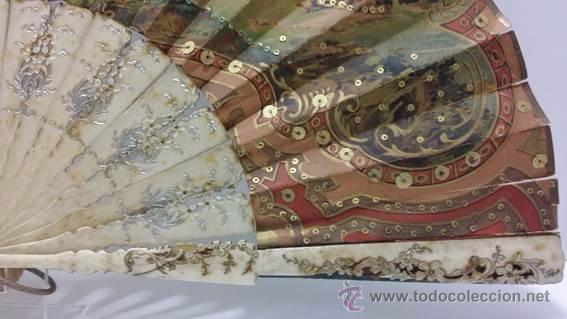 Antigüedades: ANTIGUO ABANICO TALLADO EN HUESO PAIS DE PAPEL BORDADO EN SEDA EN RELIEVE - SIGLO XIX - Foto 8 - 51066599