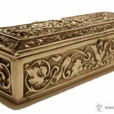 Antigüedades: ANTIGUA CAJITA DE PLATA REPUJADA Y CINCELADA CON CONTRASTE - SIGLO XX. Lote 51079099