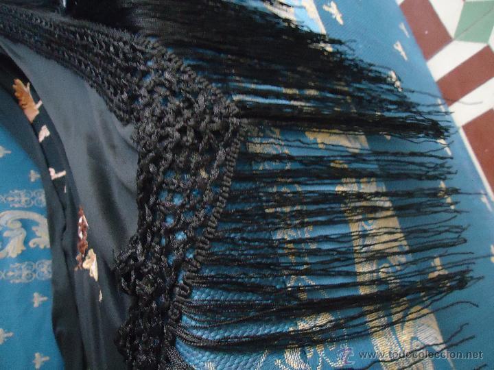 Antigüedades: gran mantón triangular negro con piezas bordadas de un manton mas antiguo ----- leer - Foto 6 - 51089788